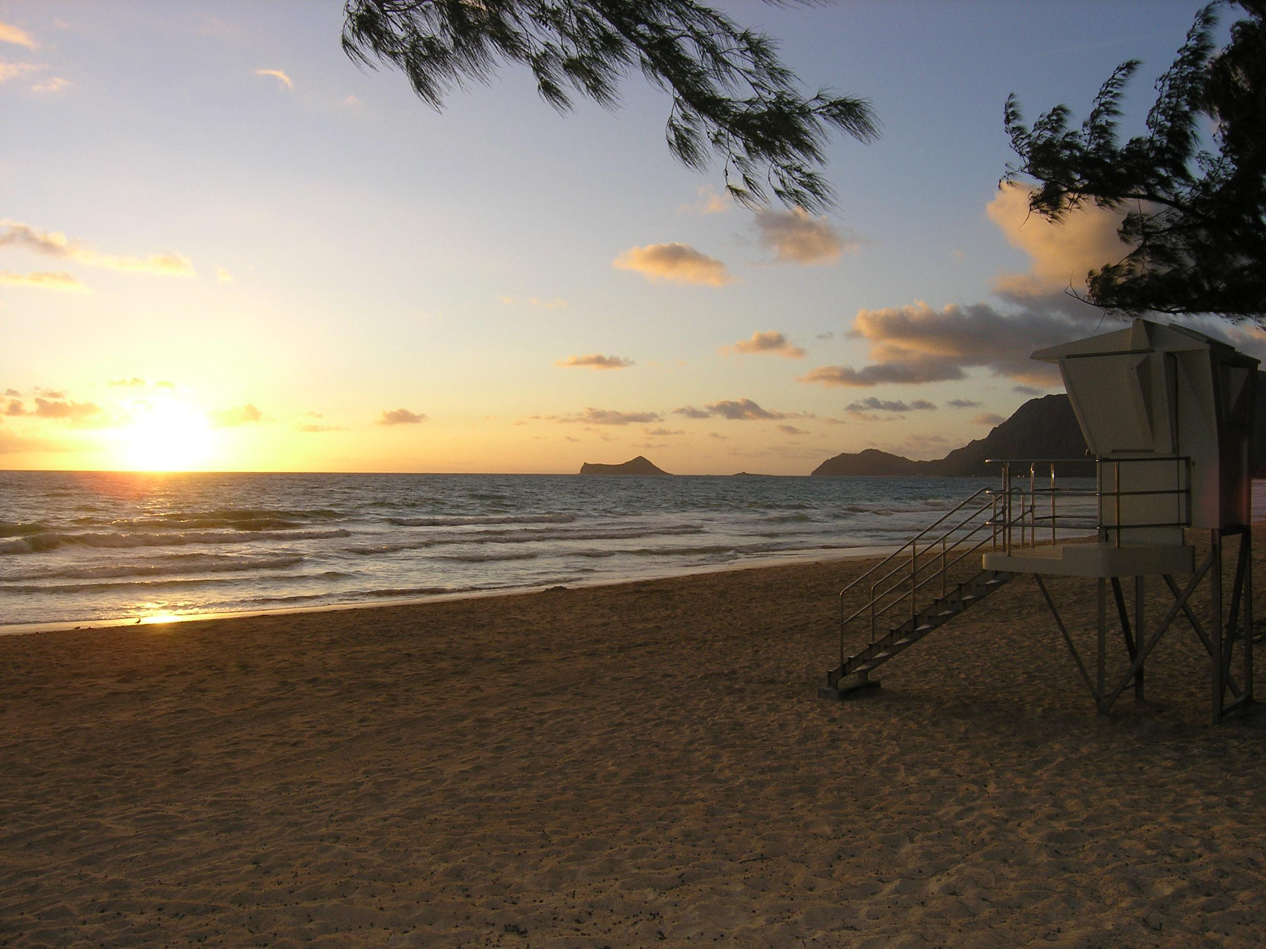 """Oahu Windward (East) Shore<br/>Photo <a href=""""//creativecommons.org/licences/by/3.0/"""" class=""""cc-small"""" target=""""_blank""""><img typeof=""""foaf:Image"""" class=""""image-style-none"""" src=""""https://i.creativecommons.org/l/by/3.0/80x15.png"""" width=""""80px"""" height=""""15px"""" alt=""""Creative Commons Licence"""" /></a> <a href=""""http://www.flickr.com/photos/44185395@N00/3583345849/"""">IdahoBoy</a>"""