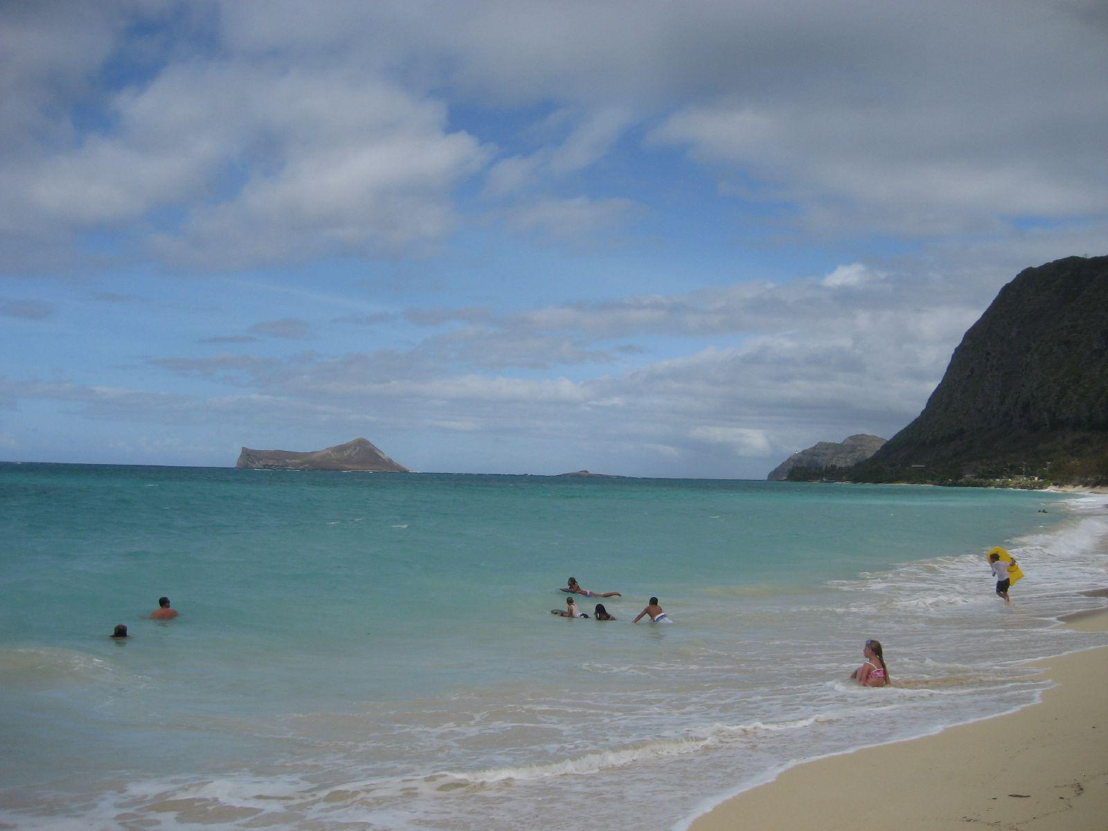 "Oahu Windward (East) Shore<br />Photo <a href=""//creativecommons.org/licences/by-nc-sa/3.0/"" class=""cc-small"" target=""_blank""><img typeof=""foaf:Image"" class=""image-style-none"" src=""//i.creativecommons.org/l/by-nc-sa/3.0/80x15.png"" width=""80px"" height=""15px"" alt=""Creative Commons Licence"" /></a> <a href=""https://www.flickr.com/photos/34218236@N00/1102435776"">Marco Mazzei</a>"