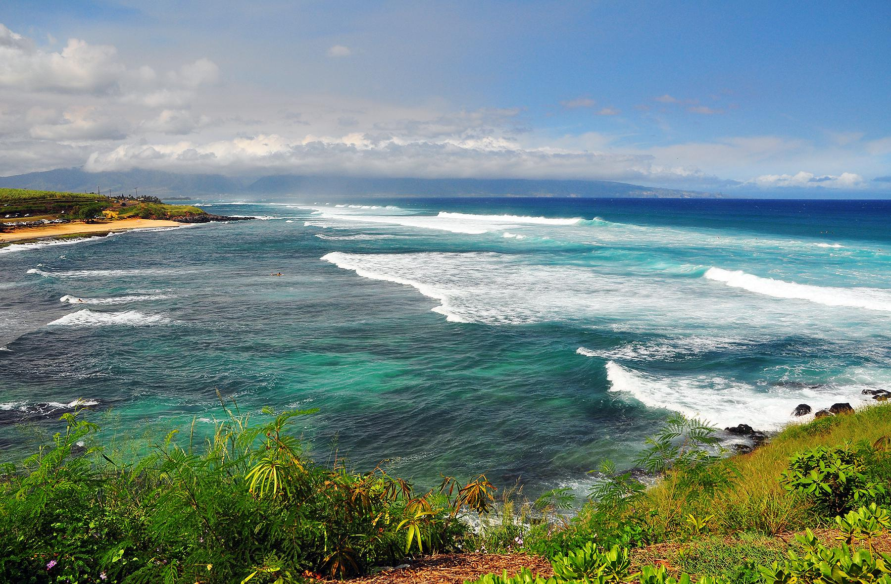 """Maui North Shore<br/>Photo <a href=""""//creativecommons.org/licences/by-nc-nd/3.0/"""" class=""""cc-small"""" target=""""_blank""""><img typeof=""""foaf:Image"""" class=""""image-style-none"""" src=""""https://i.creativecommons.org/l/by-nc-nd/3.0/80x15.png"""" width=""""80px"""" height=""""15px"""" alt=""""Creative Commons Licence"""" /></a> <a href=""""http://www.flickr.com/photos/28638201@N00/4034665025"""">Dixon Tam</a>"""
