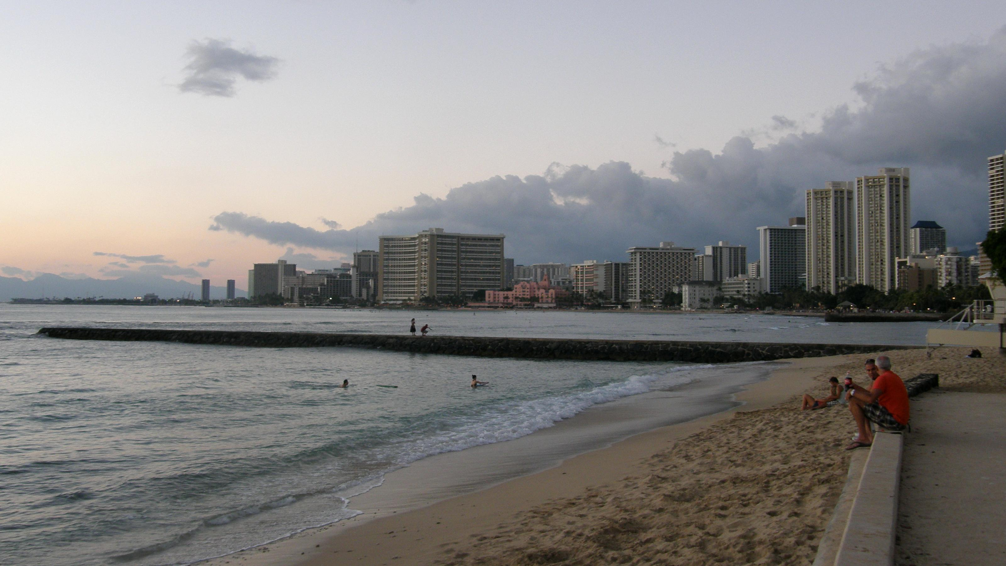 """Oahu South Shore<br/>Photo <a href=""""//creativecommons.org/licences/by-nc-sa/3.0/"""" class=""""cc-small"""" target=""""_blank""""><img typeof=""""foaf:Image"""" class=""""image-style-none"""" src=""""https://i.creativecommons.org/l/by-nc-sa/3.0/80x15.png"""" width=""""80px"""" height=""""15px"""" alt=""""Creative Commons Licence"""" /></a> <a href=""""https://www.flickr.com/photos/71453924@N00/5293047042"""">Nemo&#039;s Great Uncle</a>"""