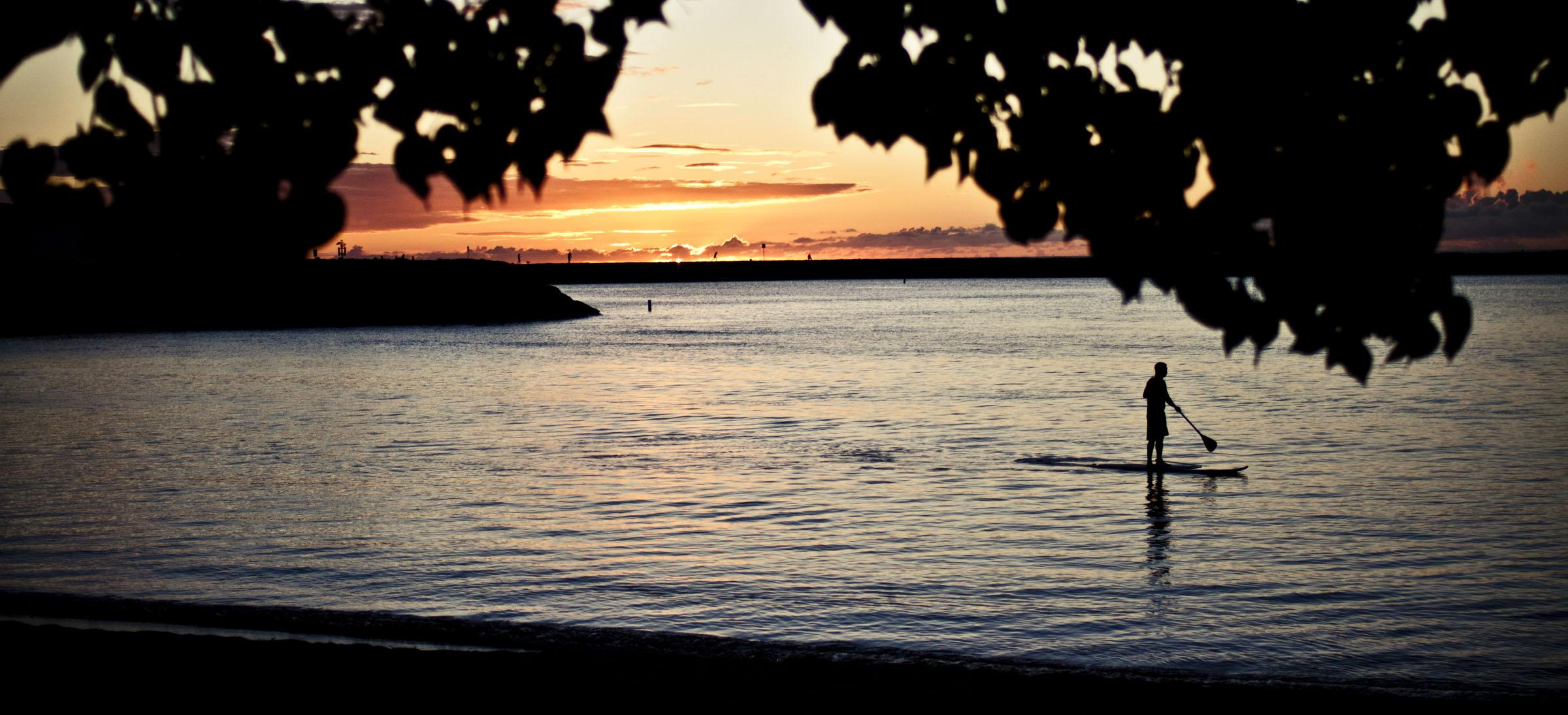 """Oahu North Shore<br/>Photo <a href=""""//creativecommons.org/licences/by-nc/3.0/"""" class=""""cc-small"""" target=""""_blank""""><img typeof=""""foaf:Image"""" class=""""image-style-none"""" src=""""https://i.creativecommons.org/l/by-nc/3.0/80x15.png"""" width=""""80px"""" height=""""15px"""" alt=""""Creative Commons Licence"""" /></a> <a href=""""https://www.flickr.com/photos/37538755@N02/6146037991"""">Chris Hamby</a>"""