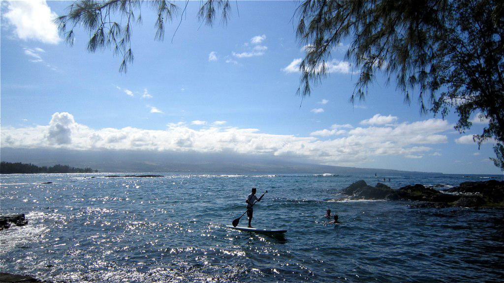 """Hawaii East Shore<br/>Photo <a href=""""//creativecommons.org/licences/by-sa/3.0/"""" class=""""cc-small"""" target=""""_blank""""><img typeof=""""foaf:Image"""" class=""""image-style-none"""" src=""""https://i.creativecommons.org/l/by-sa/3.0/80x15.png"""" width=""""80px"""" height=""""15px"""" alt=""""Creative Commons Licence"""" /></a> <a href=""""http://www.flickr.com/photos/30760976@N04/7650444846"""">anokarina</a>"""