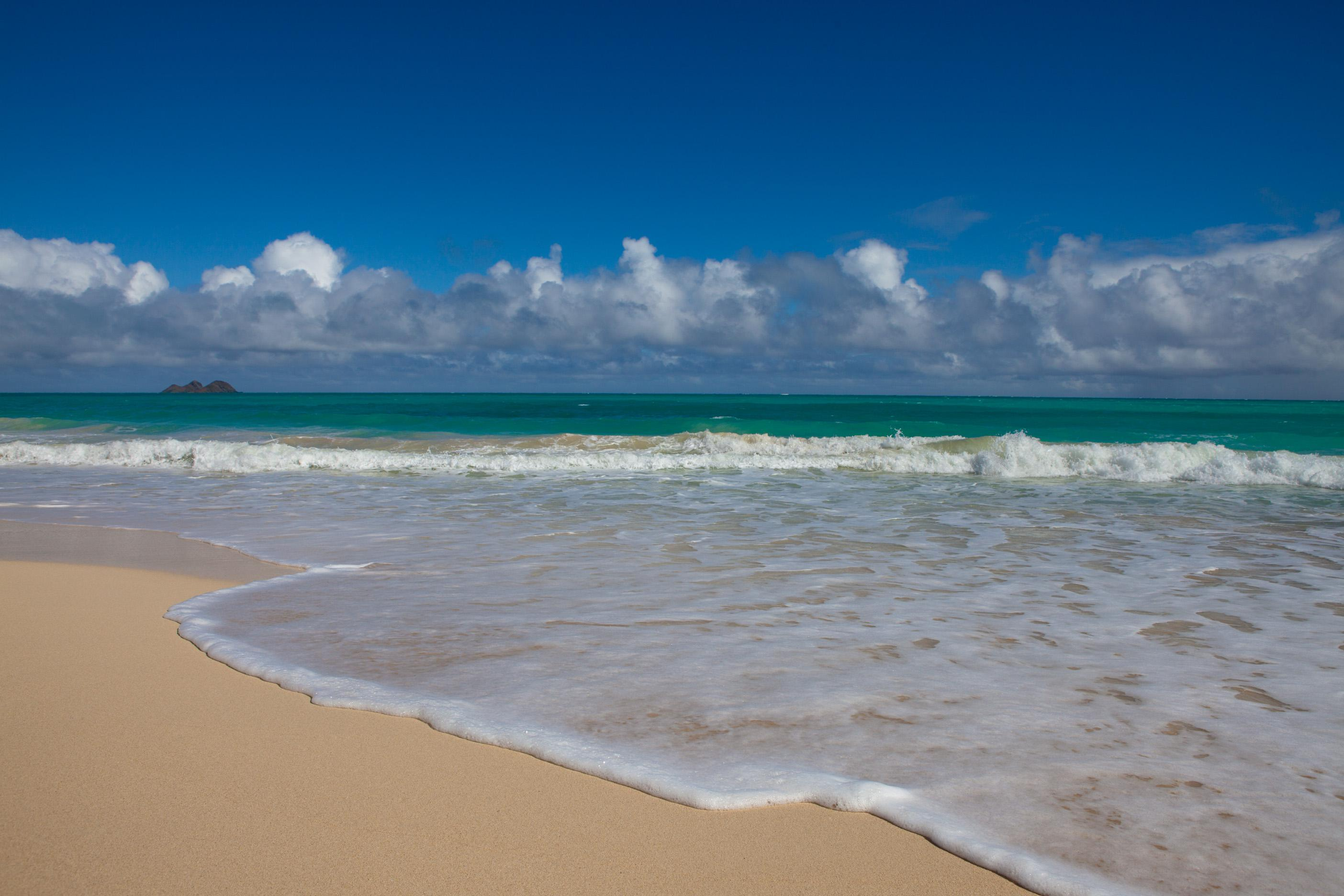 """Oahu Windward (East) Shore<br />Photo <a href=""""//creativecommons.org/licences/by-nc-sa/3.0/"""" class=""""cc-small"""" target=""""_blank""""><img typeof=""""foaf:Image"""" class=""""image-style-none"""" src=""""//i.creativecommons.org/l/by-nc-sa/3.0/80x15.png"""" width=""""80px"""" height=""""15px"""" alt=""""Creative Commons Licence"""" /></a> <a href=""""https://www.flickr.com/photos/79295762@N00/8500087475"""">Junichi Ishito</a>"""