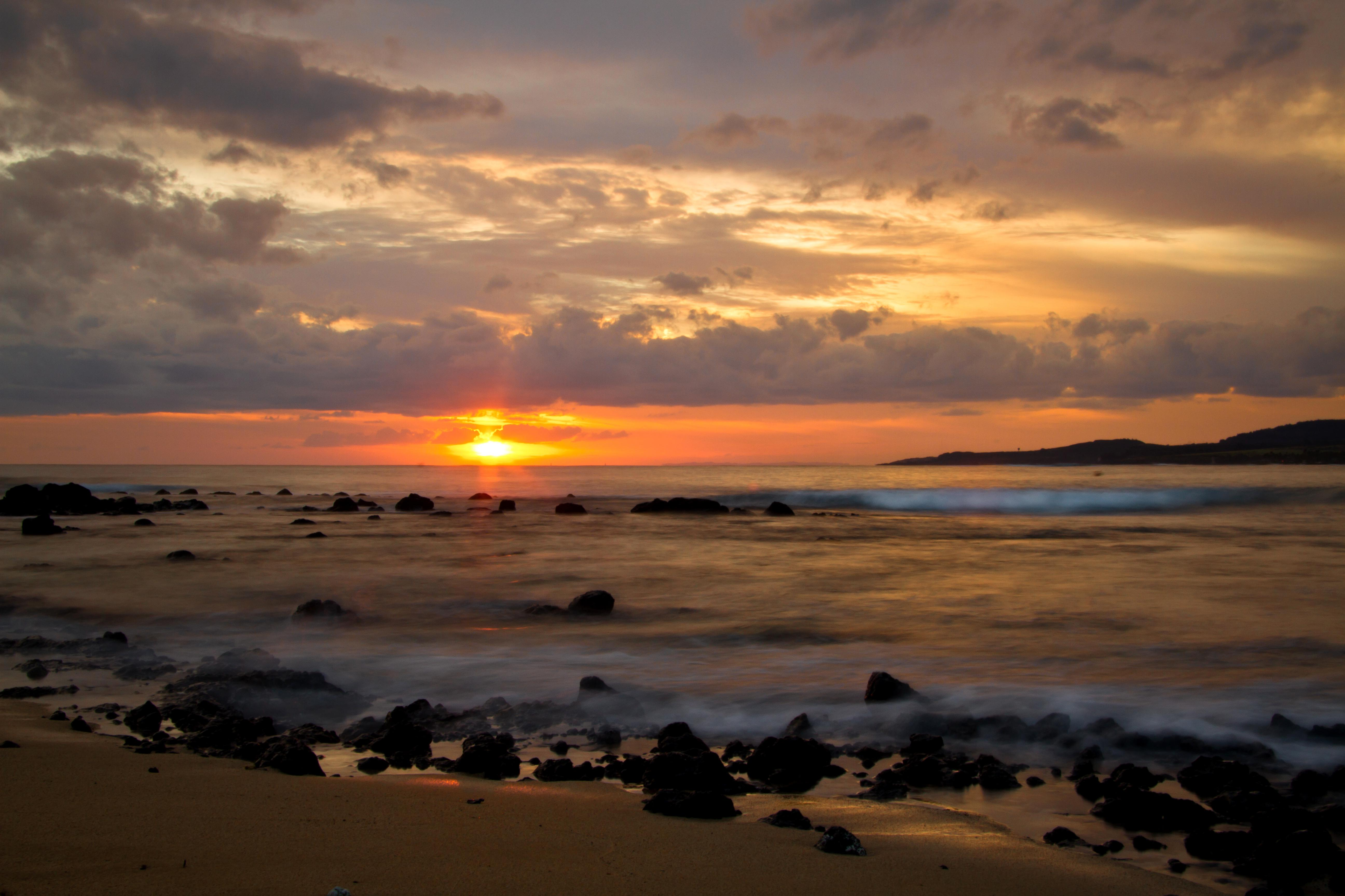 """Kauai South Shore<br/>Photo <a href=""""//creativecommons.org/licences/by-nc-nd/3.0/"""" class=""""cc-small"""" target=""""_blank""""><img typeof=""""foaf:Image"""" class=""""image-style-none"""" src=""""https://i.creativecommons.org/l/by-nc-nd/3.0/80x15.png"""" width=""""80px"""" height=""""15px"""" alt=""""Creative Commons Licence"""" /></a> <a href=""""http://www.flickr.com/photos/smoovey/8556974919/"""">Alan Strakey</a>"""